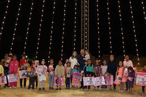 Encabeza Fernando Castellanos el Encendido del Árbol de Navidad de Copoya