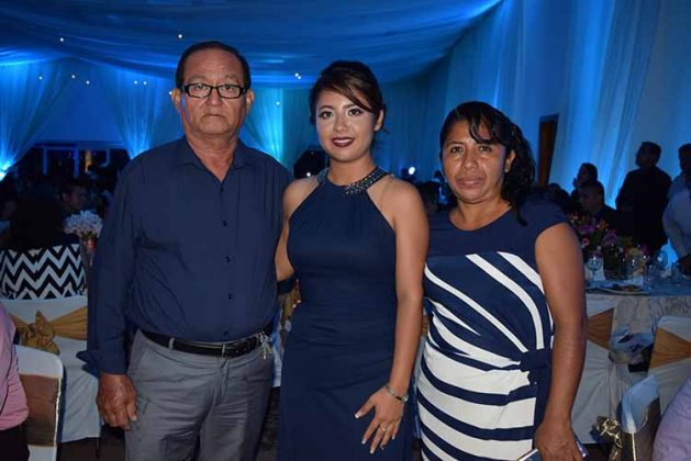 Valdanero Aguilar, Dulce Aguilar, Noemi Barrios.