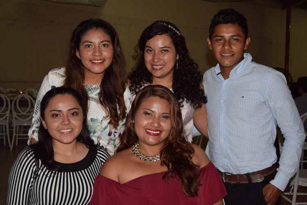 Hildali Cortés, Josué Victorio, Sofi Posada, Maya Cortés, Jael Pérez.
