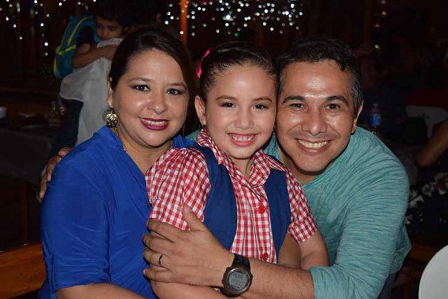 Marcela Román, Astrid Córdova, Fernando Córdova