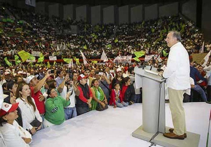 José Antonio Meade se reunió con la militancia en el Polyforum de Tuxtla Gutiérrez. Andrés Manuel López Obrador, inicia presentando a secretarios. En tanto que Ricardo Anaya, ofrece conferencia de prensa.
