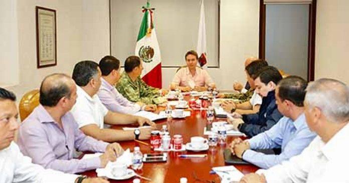 El gobernador encabezó la Mesa de Coordinación, donde se acordó estrechar coordinación con el Ejército, la Marina, PGR y Policía Federal, para brindar una mayor seguridad a los visitantes.