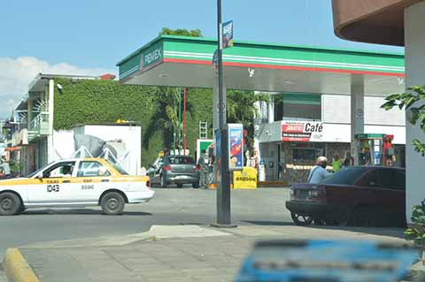 Gasolinera Pone en Riesgo a la Población: Vecinos