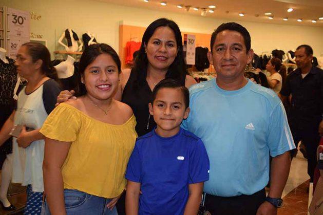 Familia López Reynosa.