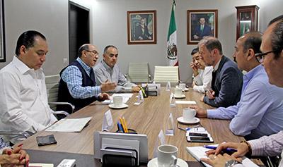 El Secretario General de Gobierno, Juan Carlos Gómez Aranda, informó que el gobierno del estado reforzó la ayuda a las familias afectadas con alimentos a granel, cobertores y se establecieron puestos de control de la policía