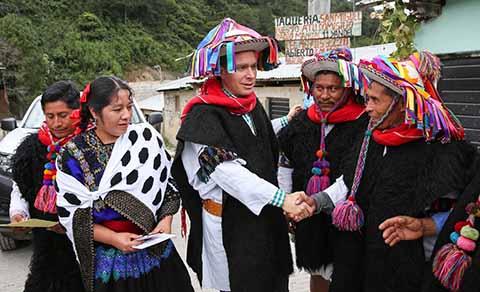 Seremos siempre factor de unidad y paz entre hermanos indígenas, aseguró el Gobernador en gira de trabajo por Mitontic.