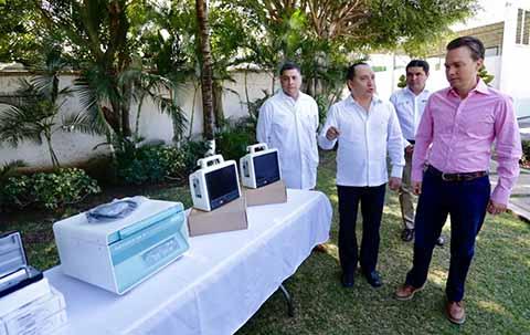 El mandatario estatal dio a conocer la inversión de 45 mdp para apoyar los centros hospitalarios de la entidad, a fin de reforzar el equipamiento médico.