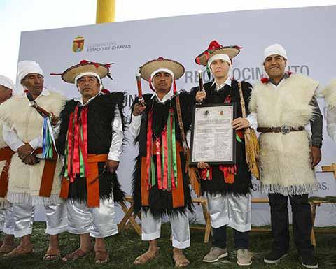 El Gobernador entregó el acta de creación acompañado del diputado Eduardo Ramírez, con lo que se cumple una añeja demanda de sus habitantes.