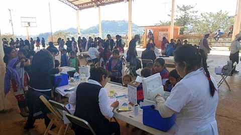 Médicos Atienden Familias de Chalchihuitán y Chenalhó