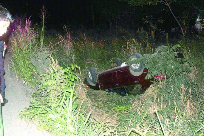 Abandonan Vehículo Volcado