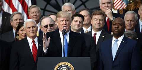 Celebra Donadl Trump la Reforma Fiscal