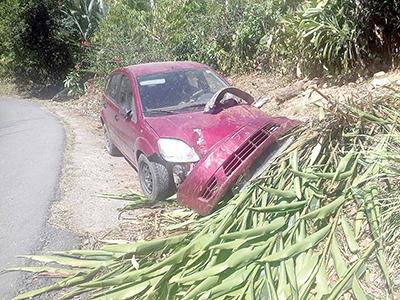 Abandonan Vehículo Accidentado en la Zona Alta
