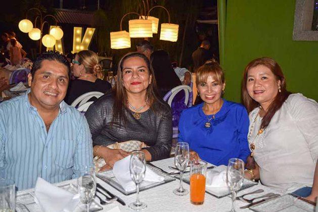 Carlos Coutiño, Rosi Rosales, Malena Cancino, Vero Martínez.