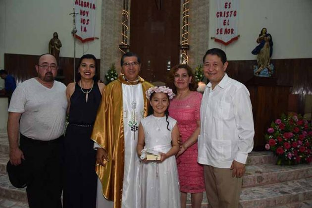 José Gutiérrez, Karina Ochoa, Padre Manolo, Ana Karen Mak, Odette Morrill, Pepe Mak.