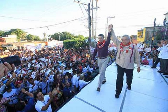 En el tercer día de proselitismo, los precandidatos Andrés Manuel López Obrador y Rutilio Escandón Cadenas, fueron recibidos en Tuxtla Chico, Tuzantán y Pijijiapan.