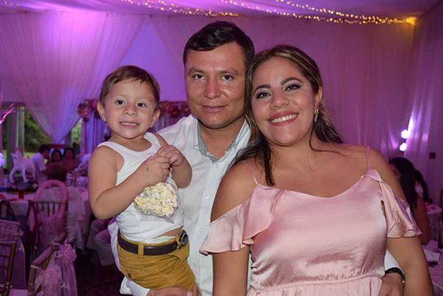 Estebán, Miguel, Gabriela González.
