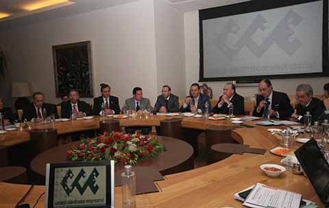 Empresarios Convocan a la CRE y CFE a Reunión por Alza en Tarifas Eléctricas