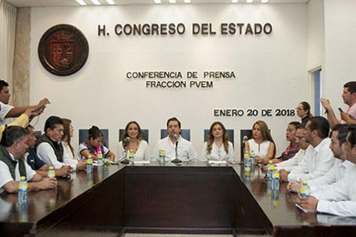 Luego de la imposición del actual senador del PRI, Roberto Albores Gleason, como candidato a la Gubernatura de Chiapas con la alianza PRI-PVEM, 14 Diputados locales renunciaron a su militancia del Partido Verde en el Congreso del Estado de Chiapas, los cuales conformaban la mayoría en la Legislatura.
