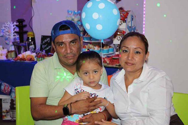 Alberto Escobar, Fernanda Escobedo, Karina López.