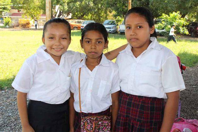 Alondra Canseco, Yesenia Ruiz, Guadalupe Valadéz.