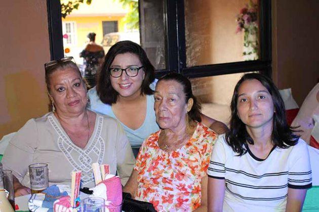 Luly de la Cruz, Lourdes Cano, Adelina García, Ana Anaya.