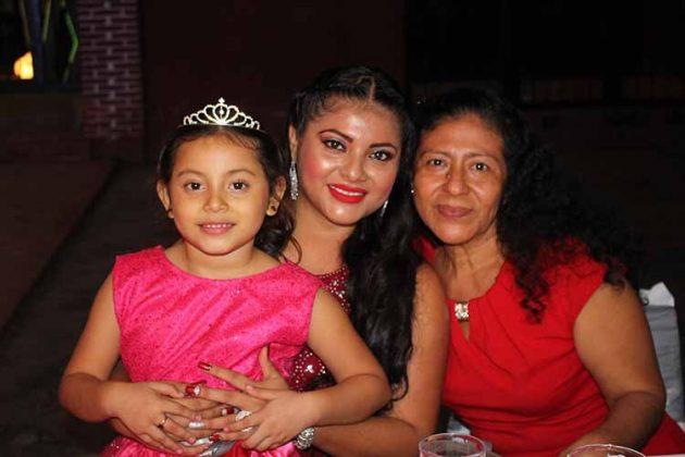 Melanie González, Brenda Carrillo, Aury Hernández.