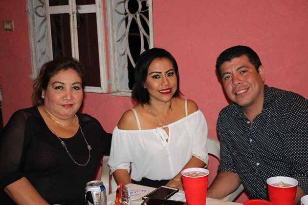 Norma González, Wendy Alfaro, Andrés Romero.