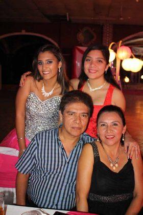 Daniel Peña, Alondra Pacheco, Dania, Teresita Peña.