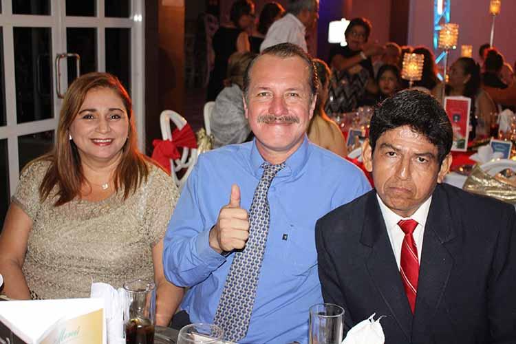 Reyna Espinal, Marce Cadena, Víctor Gordillo.