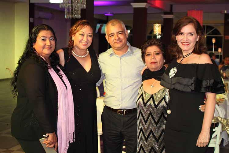 Irma Ruiz, Alicia Almanza, Julio Vázquez, Magy Galván, Dianet Coronado.