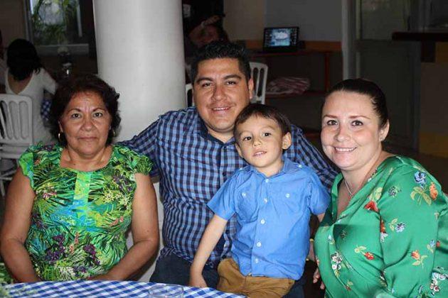 Sonia Mota, Víctor Galeana, Samuel Galeana, Ana Rendón.