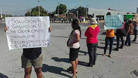 Protestan Padres de Familia Por la Reconstrucción de Escuelas