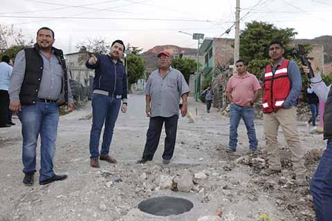 Fernando Castellanos Sigue Introduciendo Servicios Básicos en Colonias de Tuxtla