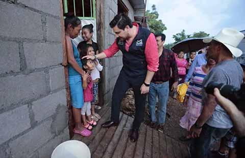 Más de dos mil Familias Beneficiadas con Piso Firme y Cuartos Dormitorio en Tuxtla