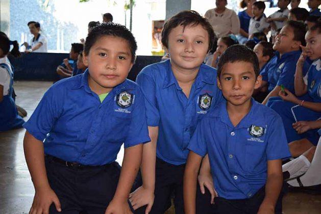 Alexis, Cristopher, Iván García.