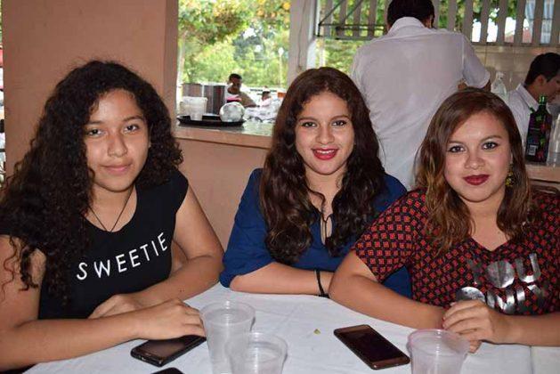 Mariana, Alexa, Alejandra Bassaul.