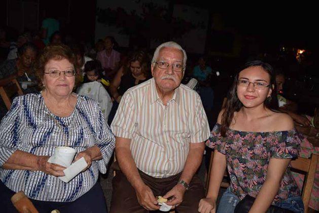 Martha, Juan Manuel Lazos, Daniela Méndez.