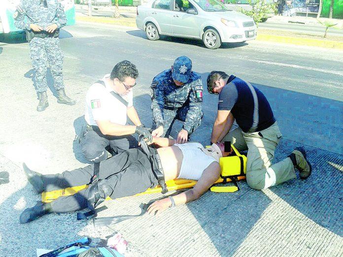 Motociclista Descalabrado Frente al Tecnológico