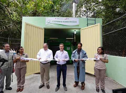 El Gobernador inauguró la rehabilitación de obras y puso en marcha el Incinerador de Residuos Biológicos