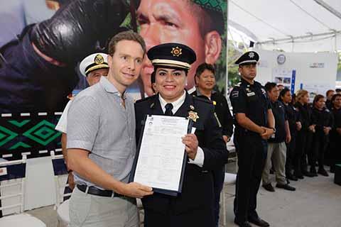 El Gobernador destacó que el 2018 inició con un anuncio muy importante que dignifica a los policías y fortalece la seguridad: el aumento salarial para las mujeres y hombres de la Policía Estatal.