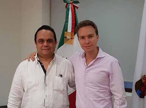 El gobernador Manuel Velasco se reunió con el Comisionado Presidente del INAI, Francisco J. Acuña, a quien le externó que los recursos de la reconstrucción están llegando a las familias damnificadas, en particular a los que perdieron sus viviendas.