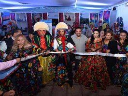 Junto a Cientos de Familias, Festeja el gobernador al son de los Parachicos y las Chiapanecas.