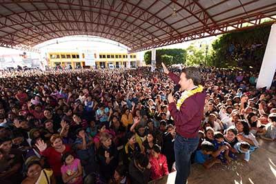 El Gobernador Velasco realizó una gira de trabajo por el municipio de Pueblo Nuevo Solistahuacán, desde donde envió un mensaje a todos los chiapanecos con motivo del Año Nuevo.