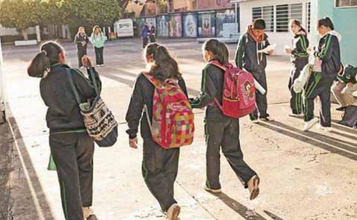Del total de alumnos que reanudan actividades en el país, 4.81 millones están en preescolar, 14.25 millones en primaria, 6.83 millones de adolescentes en secundaria y 5.5 millones en educación media superior.