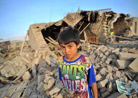 Un fuerte sismo de 6.8 Grados Richter sacudió el sur de Perú, afectando el departamento de Arequipa, donde se reportó el deceso de 2 personas, además de daños en escuelas, viviendas y un centro de salud.