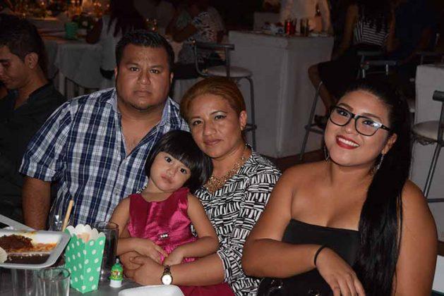 Milton Santizo, Victoria, Caridad, Daniela González.