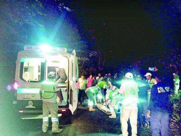 Cinco Lesionados al Caer Vehículo en Barranco