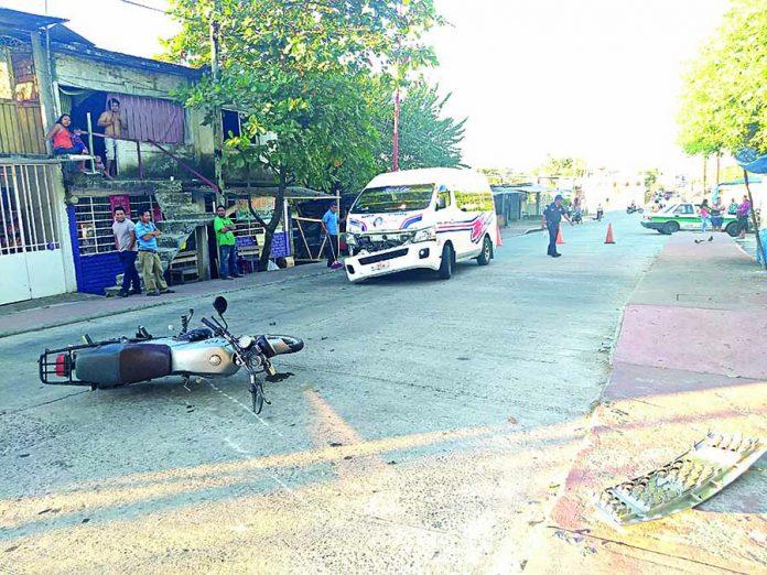Cafre Atropella a Motociclista Frente al Hospital
