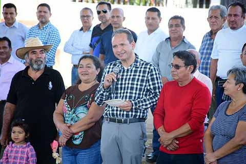 Obras de Educación y Bienestar Social en Comunidades de Cacahoatán: Enrique Álvarez