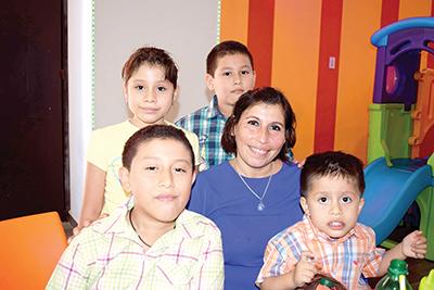César Iván, Alejandro, Monserrat, Fernando Domínguez, Rosy Escobar.